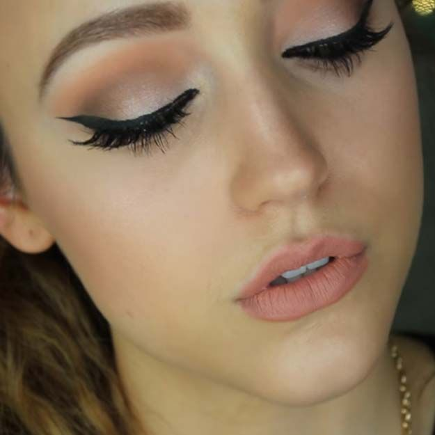 Eyeshadow Tutorials for Beginners - Beginner Drugstore Eyeshadow - Natural And Simple Step By Step Tutorials For Beginners With Brown Eyes, Hazel Eyes, Dark Skin, Light Skin, And Even Those Baby Blues. How To Apply Eyeshadow For Smokey Eyes And Green Eyes and Cute Crease - http://thegoddess.com/eyeshadow-tutorials-for-beginners
