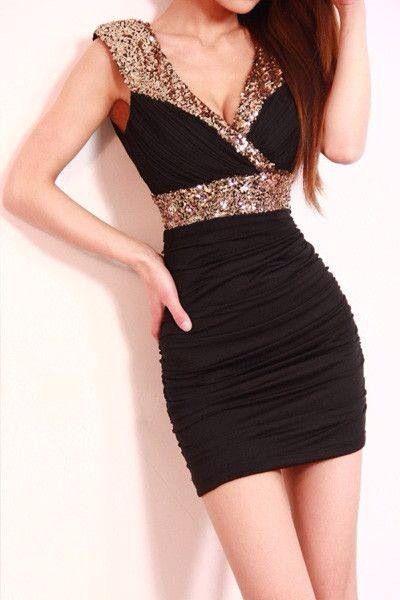 Vestido negro con detalles dorados