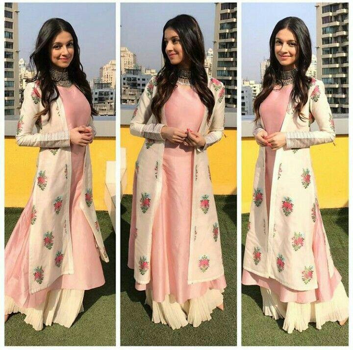Divya Khosla Kumar looks stunning in Avni Bhuva outfit for her song promotion.