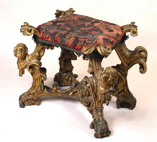 Baroque footstool