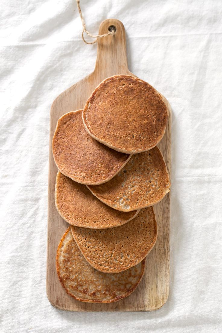 3-Ingredient Vegan GF Pancakes: banana, oats & plant milk