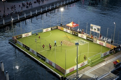 Metro Apartments on Darling Harbour: Competitions on a floating pitch in Darling Habour