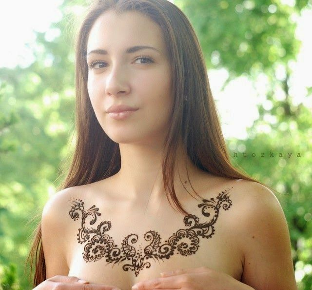 Tattoos of Chain on Women Chest, Women Chest Chain Tattoos, Amazing tattoos of Women Chain on Chest
