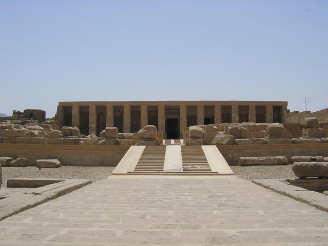 travel local luxor egypt enjoy ancient city