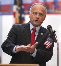 Confronted By Univision Reporter, Steve King Says Comparison Of Immigrants To Dogs Was A Compliment | ThinkProgress