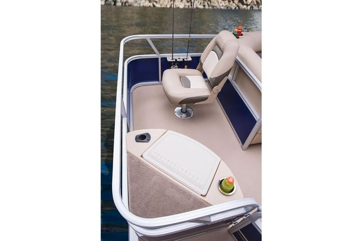 Aft rotomolded bench w/aerated livewell w/shutoff valve, drink holder, rod holder & composite lid w/ruler http://www.exclusiveautomarine.com/product/fishin-barge-20-dlx