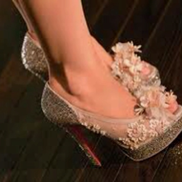 celebrities wearing louboutin sandals black baby pink lou boutins shoes on burlesque