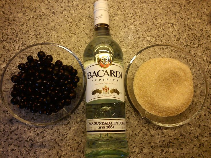 Kitchen of Kiki: Putting the Summer on bottle - making blackcurrant rum