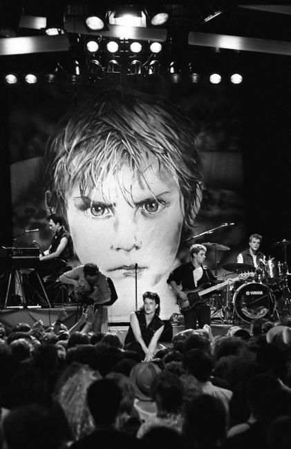 U2- Sunday Bloody Sunday, 1983