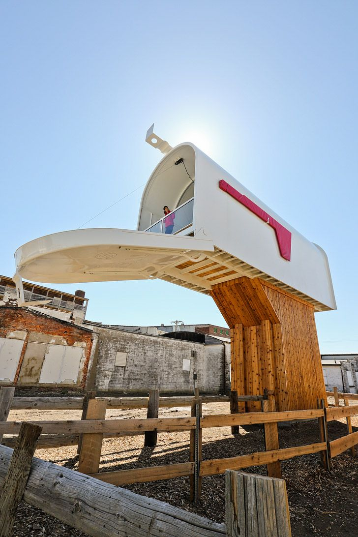 World's Largest Mailbox in Casey Illinois - Road Tripping Through Middle America #BigThingsInASmallTown // localadventurer.com