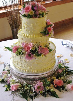 Wedding Cake Pink And White Piping With Fresh Flowers   Pink, lavender, 3-tier round wedding cake with fresh spring color ...