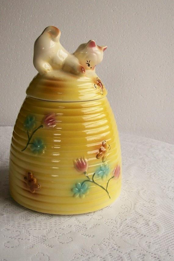 Vintage cookie jar kitten on a beehive american bisque 1950s jars cookie jars and vintage - Beehive cookie jar ...