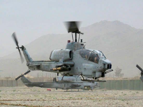 Un par de SuperCobras AH-1W del Cuerpo de Marines de los Estados Unidos.