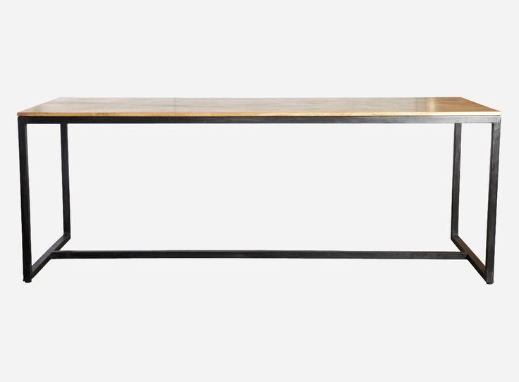 Spisebord i natur - Spisebord i mangotræ med jernben. Da designet af bordet er så enkelt, kan det også bruges som arbejdsbord. Kombinationen af det naturlige træ og det industrielle jern giver bordet et interessant og råt look.&nbsp&nbsp* Fra danske House Doctor &nbspL: 200 B: 80 H: 74 &nbspVarenummer: HO00162