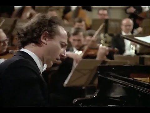 Mozart -Piano Concerto No 23 A major K 488, Maurizio Pollini, Karl Bohm - YouTube
