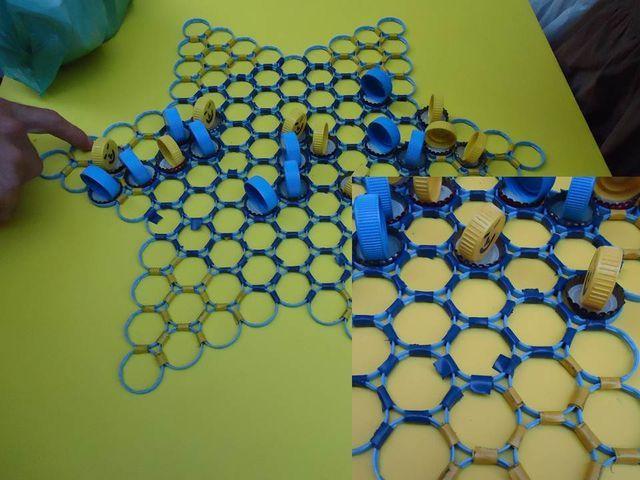 Juegos de mesa con materiales reciclados: Damas chinas.
