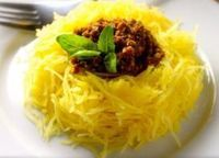 Calabaza espagueti con pesto de tomates secos y albahaca para que no rompas la dieta (VIDEO)