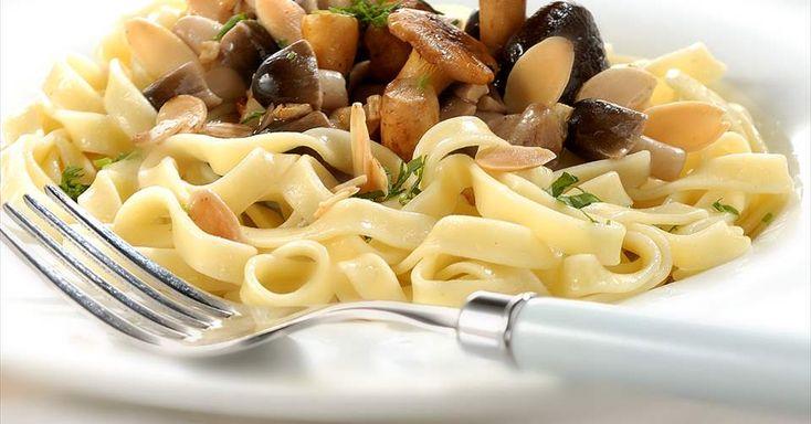 Aprende a preparar Tagliatelle con setas con las recetas de Nestle Cocina. Elabórala en casa con nuestro sencillo paso a paso. ¡Delicioso! #NestleCocina