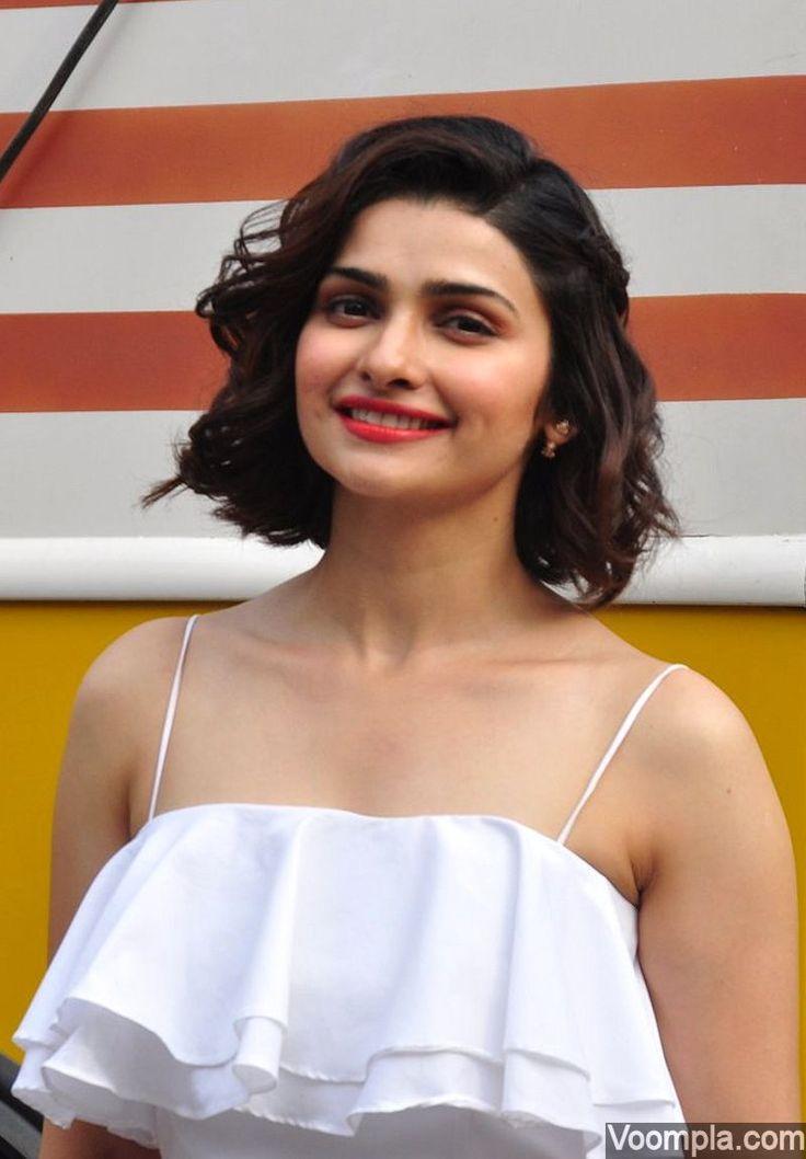 Prachi Desai's cute smile and adorable dimples! via Voompla.com