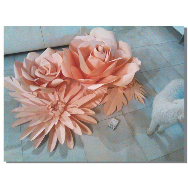 Pannello con fiori di carta giganti