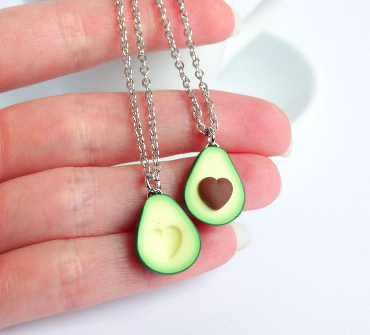 Are you looking for a cute and unique friendship necklace to share your love for eachother and avocados? These adorable necklaces come as a set of 2 chains with 2 charms; 1 with seed and one without. The seed is shaped like a little heart, as is the hole in the other halve.  The charm measures about 1.5 cm / 0.6 inch. It is 100% handmade from polymer clay and comes with a short (50 cm / 19 inches) nickelfree silver-coloured chain. Do you prefer a different length chain? Please let m...