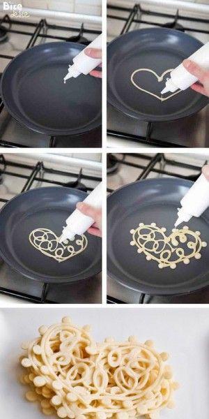 Met pannekoekenbeslag hartjes maken!