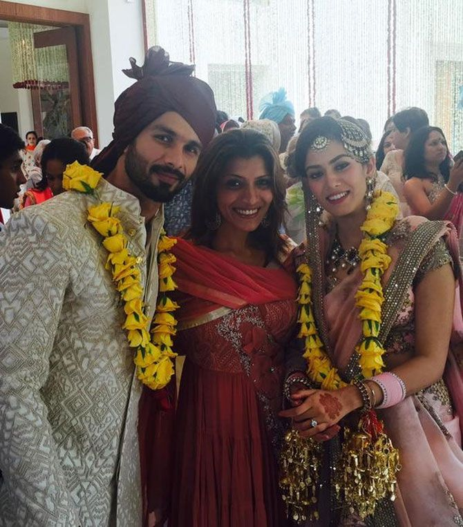 Shahid Kapoor, Mira Rajput #JustMarried Pics: Mira's in a delicate rose-hued Anamika Khanna lehenga with just the right amount of shimmer & shine that complimented Shahid's cream-white Sherwani suit. She sported an elaborate Navratna neckpiece & earrings set, & teamed her look w/ a 'maang-tikka', 'jhoomar' & head ornaments on low-bun hairdo. via @mubinarattonsey (in the middle, July, 2015)