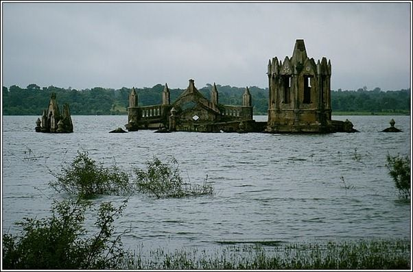 5.drowned church Church of the Holy Rosary 7 Amazing Flooded Churches around the World