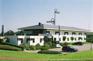 Bastion Hotel Nijmegen biedt u een 24 – uurs receptie, comfortabele kamers, een uitgebreide keuze van gerechten van de à la carte kaart in het sfeervolle restaurant. Voor ontspanning en een gezellige afsluiting van de dag bent u altijd van harte welkom in de gezellige hotelbar of rokerslounge. Deze lounge beschikt over een lcd televisie en ontspannen lounge stoelen. Ook beschikt het hotel over gratis draadloos internet in het gehele hotel. Info: www.bastionhotels.nl