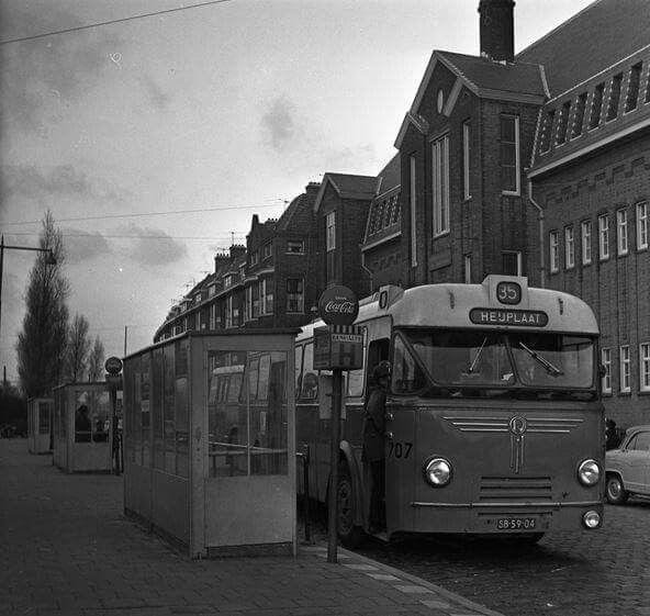Grondherenstraat 1965 met de bus naar de Heijplaat