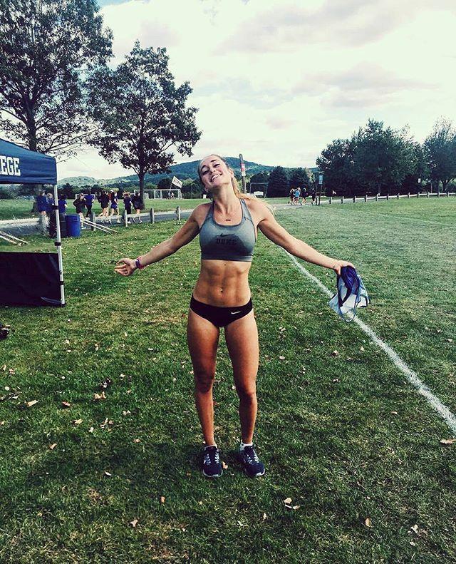 Un abrazo de buenos días!  . . Foto: @runningterritory -  Follow @RunningTerritory for more. Every run brings you closer to pure joy! (: @sophiapw_runs) - #regrann  #runners #run #running #girls #women #marathon #men #mensstyle #insta #instagram