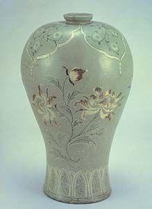 Korean inlaid & underglaze hand-painted celadon Mae-byeong vase, 12th century