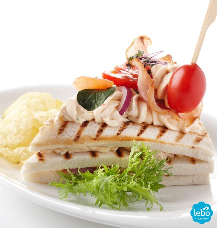 Club sandwich met Lebo Italiano roomkaas en gerookte zalm.