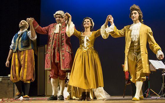 L'associazione TéathronMusikè dal 29 agosto al 13 settembre, nello storico teatro Cesare Caporali in Panicale, allestisce 3 spettacoli musicali di cui due opere liriche di rara esecuzione.