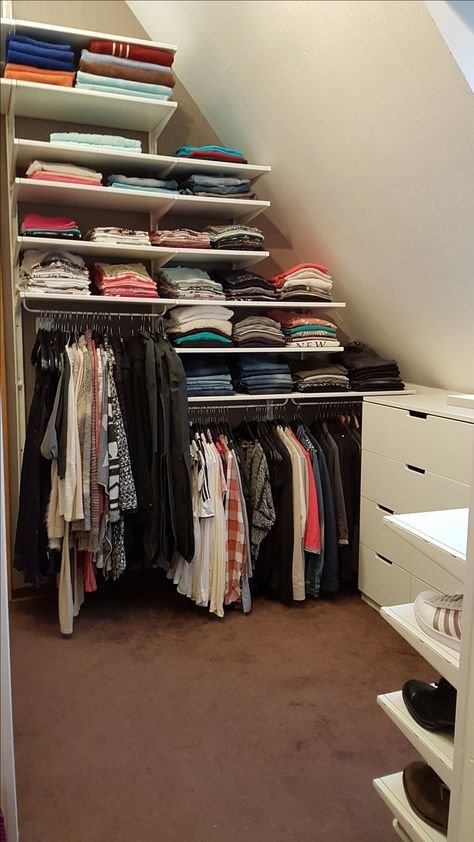 Endlich Habe Ich Ein Ankleidezimmer Welches Mir Richtig Gut Gefällt, Es  Passen Alle Meine Sachen Rein, Also Nicht Nur Meine Auch Die Von Me.