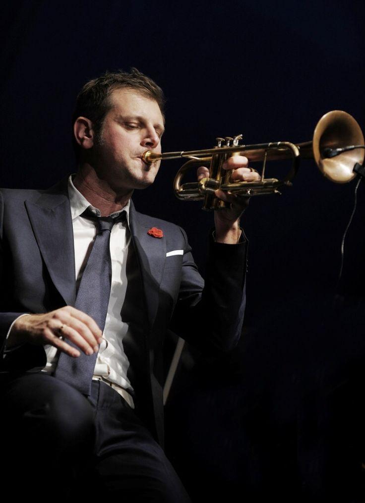 A fronte dei tempi difficili che stiamo vivendo, il tema del Roma Jazz Festival di quest'anno (Swing e New Deal, 14-30 novembre 2014) appare come una benefi