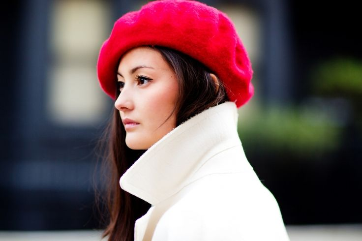 RED BERET HAPPINESS Peony Lim: red hat, white woolen coat
