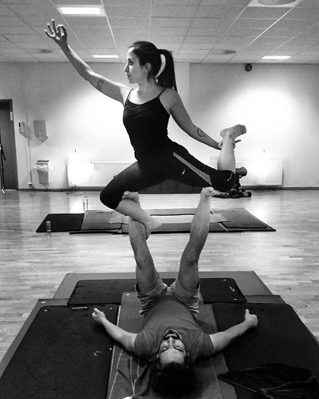 Happy Friday with @demet.gul & @mariofreitas1976  Thanks for the DM!  @acrolifestyle . . . . . . #acroyoga #acro #acrobatics #partneryoga #acrodance #handstand #acrobody #acrolove #yogaeverywhere #yogainspiration #calisthenics #circus #gymnastics #gymnasticsshoutouts #flexible #beachyoga #gymnast #yogalove #flexibility #yoga #yogapose #acrolifestyle #yogachallenge #handstands #yogaeveryday #balance #acrobalance #yogaeverydamnday #yogalife  #2018