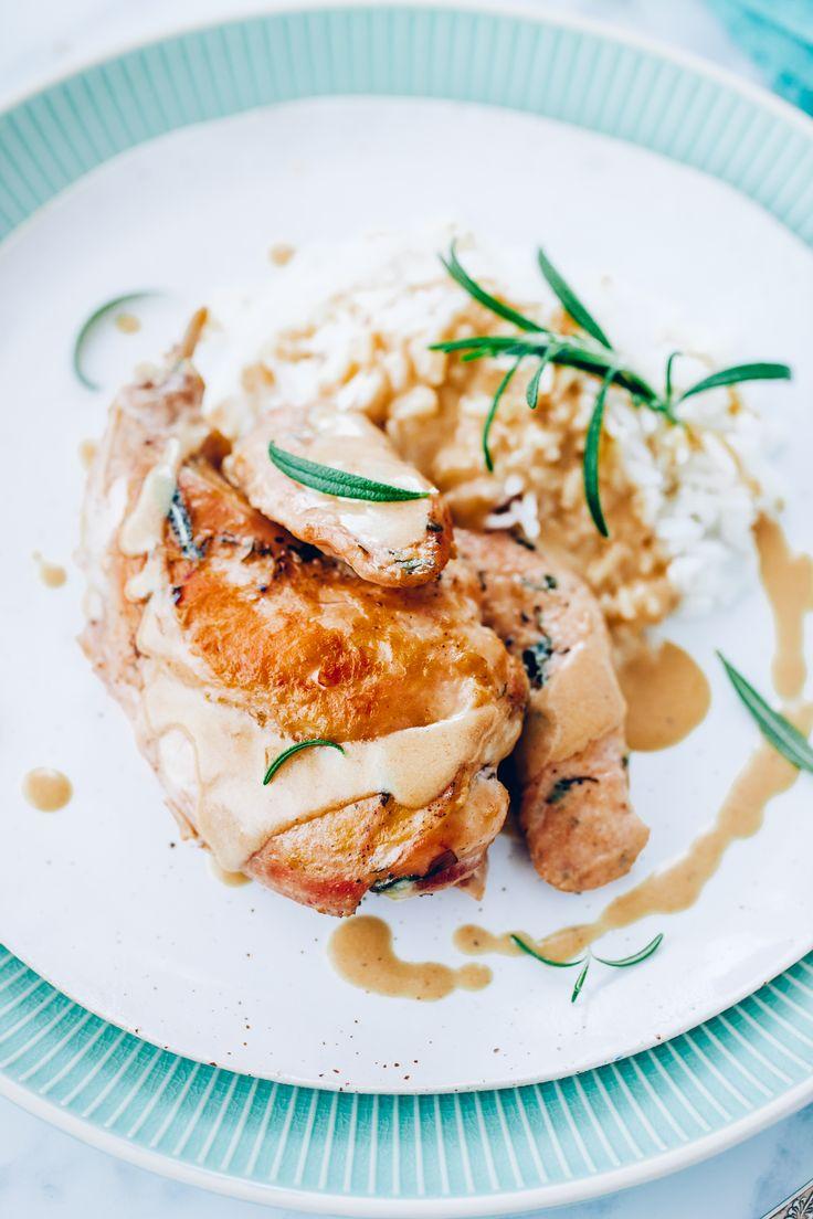 Królik w sosie śmietanowym z musztardą i rozmarynem | Ania Starmach | Wielkanoc  Przygotowując królika według tego przepisu, otrzymasz delikatne, soczyste i wyjątkowo aromatyczne mięso.