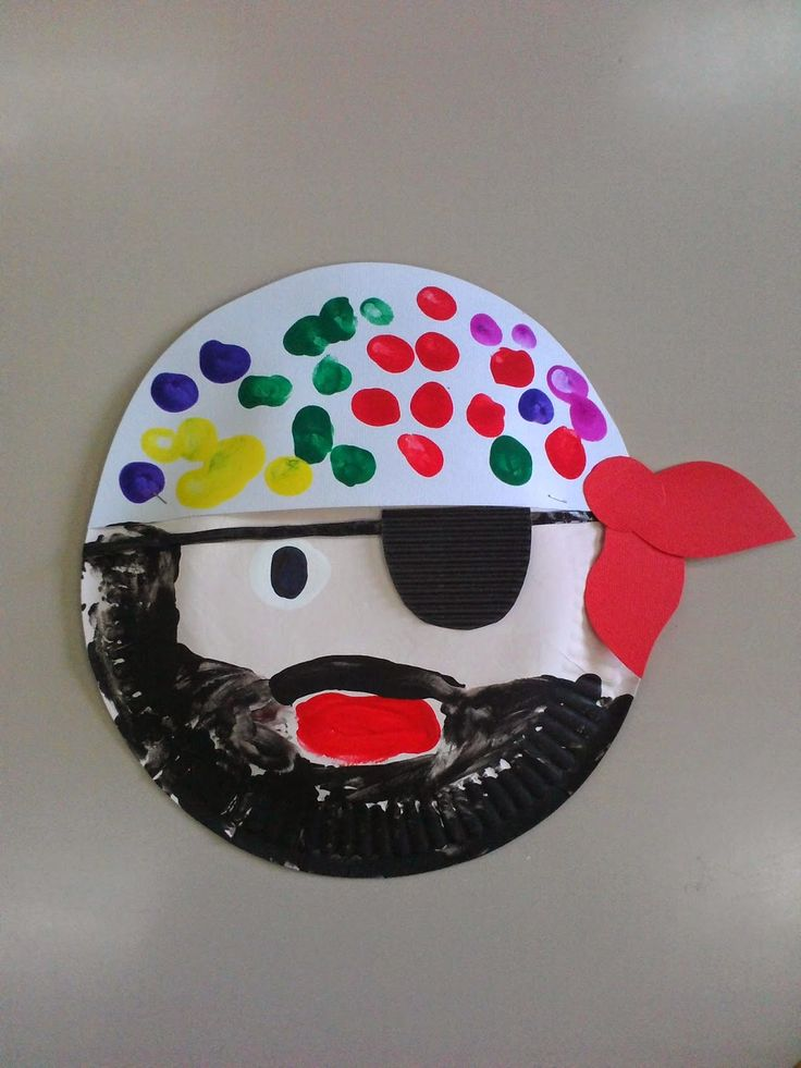 Maro's kindergarten: Paper plate pirate craft