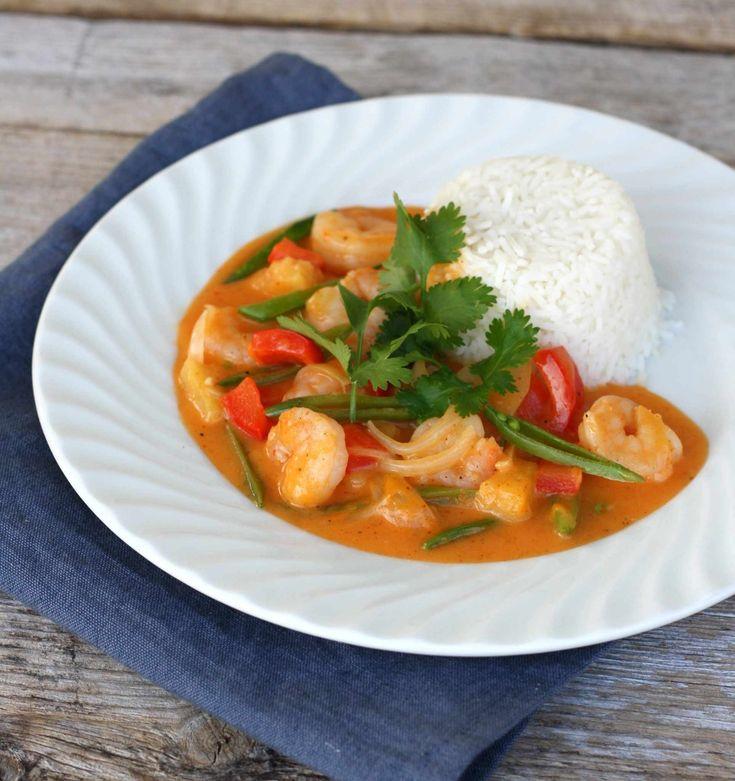 Det er høst og grytetid, og denne sesongens første oppskrift er red curry scampigryte. Litt spicy og smakfull, men det kan man fint justere sjølv etter smak og behag. En rask og enkel middag, like god kvardag som helg! Du trenger, 3 porsjoner 500 g kokt scampi 400 ml kokosmelk 1 rød paprika 4 sjalottløk …
