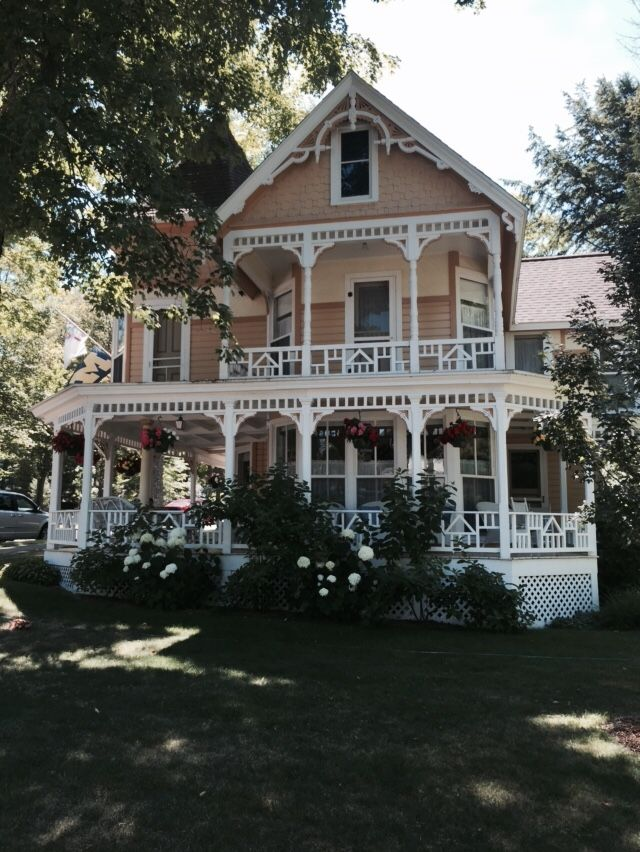 juanawanna:   Beautiful Victorian homes in... - Victorian Houses