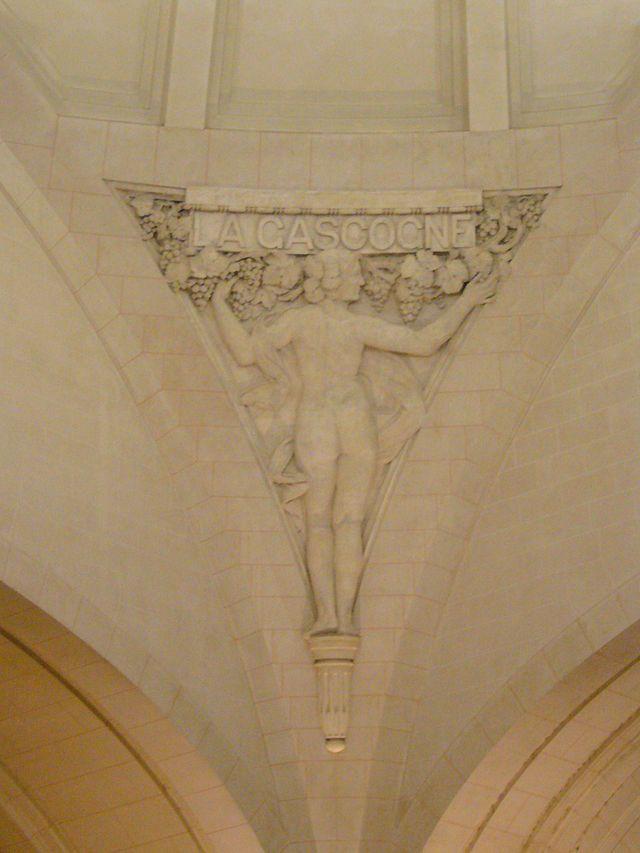 Sculpture à l'intérieur de la gare de Limoges, celle-ci représente La Gascogne