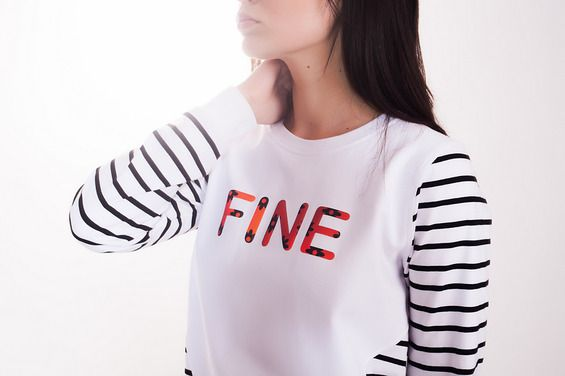 FINE STRIPES  / bluza z grafiką odblaskową