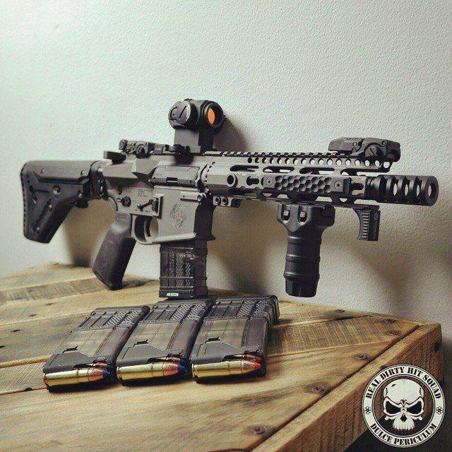 woodgraingentleman: oa-ar15: personalized AR platform Oh Lawdy.