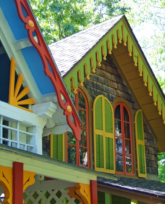 I love these tiny houses from Oak Bluffs, MA.  They remind me of happiness and sunshine.