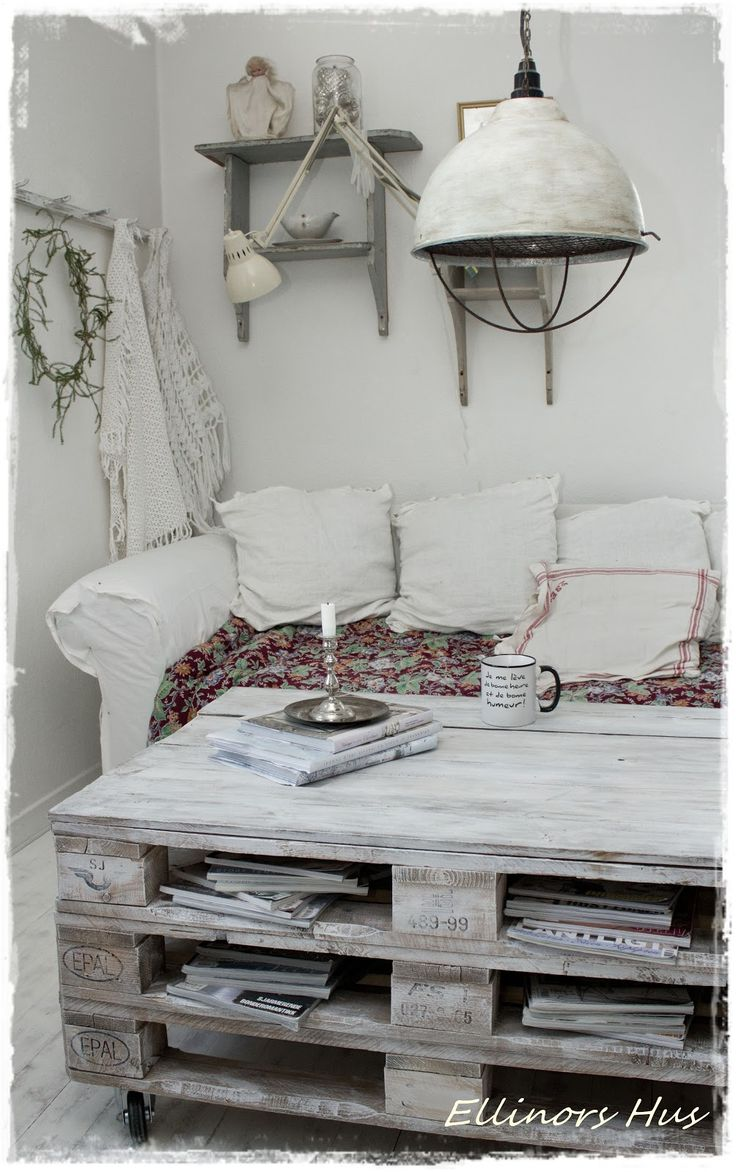 Love the rustic coffee table! Ellinors Hus