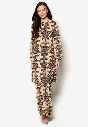 Raisa Mini Kurung from Zuco Fashion in Brown and Beige Zuco Fashion masters the art of creating beautiful pieces for the modern muslimah with this stunning baju kurung. It features soft, comfortable fabric and beautiful batik prints with a cut-out detail and jewel embellishment on the neckline.  Kuru... #bajukurung #bajukurungmoden