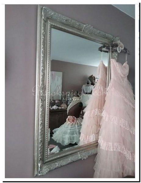Shabby chic, ook in een brocante interieur staat een barok spiegel https://www.barokspiegel.com/engelse-spiegels/william-koninklijke-spiegel-met-b
