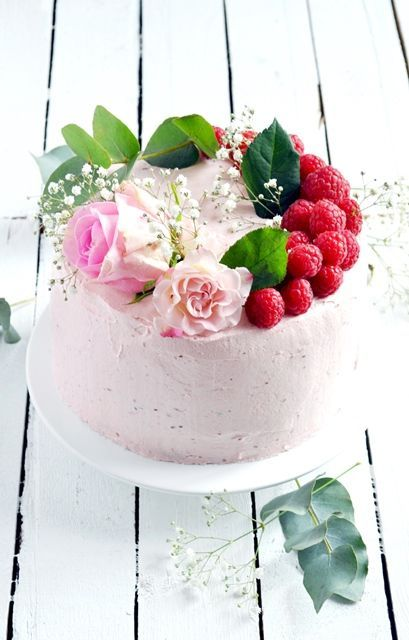 Rose and raspberry layer cake.: